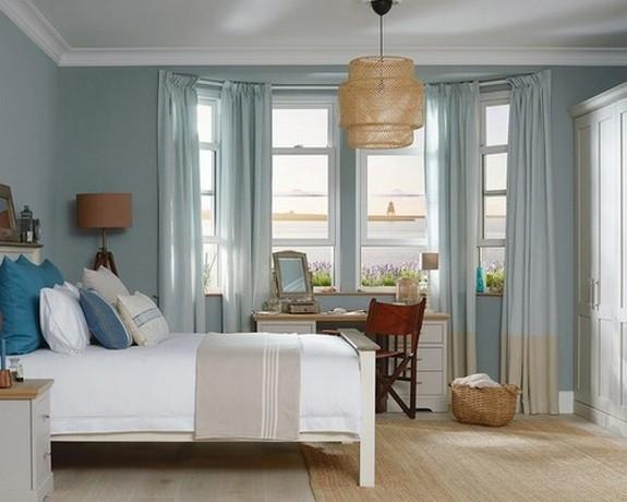 голубые шторы с бежевой полосой