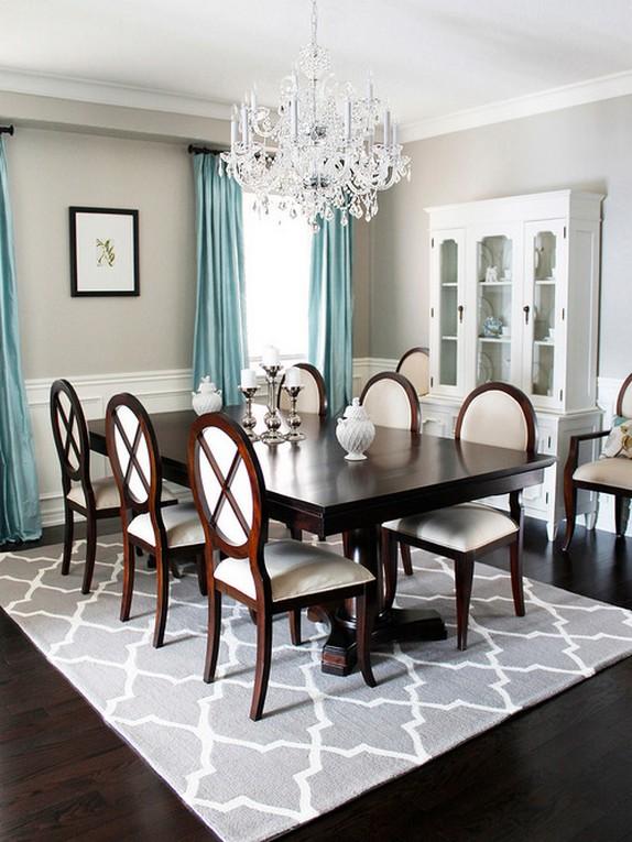 портьеры голубого цвета в классической столовой