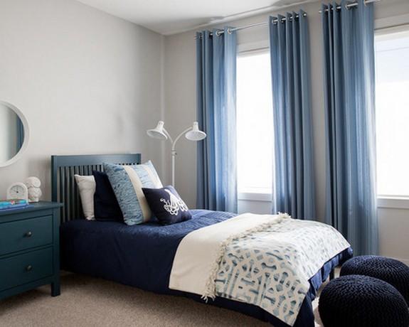 шторы голубого цвета в комнате подростка