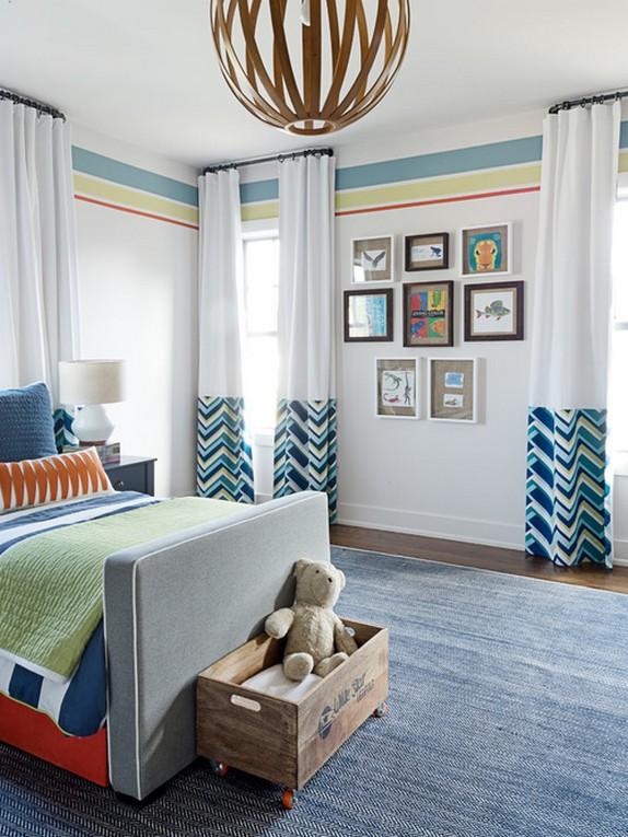 бело-голубые шторы в детской комнате