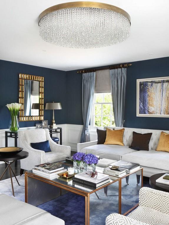 голубые шторы в гостиной комнате
