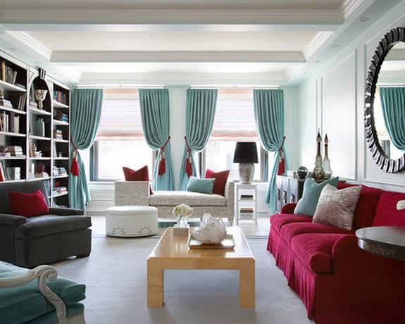 голубые портьеры к красной мебели