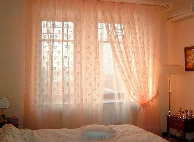 тюль персикового цвета в спальне