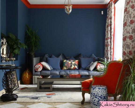 цветастые шторы к синим стенам