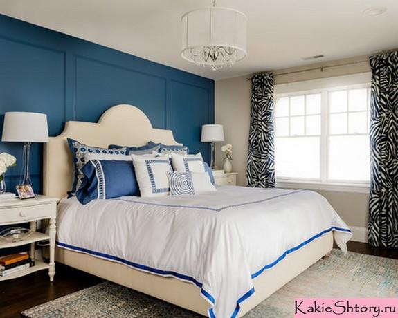 шторы с рисунком к синим стенам
