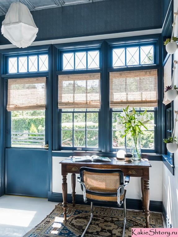 римские шторы к синим обоям в кабинете