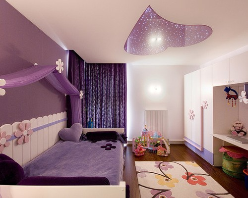 сиренево-фиолетовые портьеры в детской