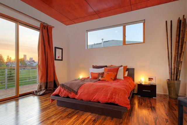 коричнево-терракотовые портьеры в спальне