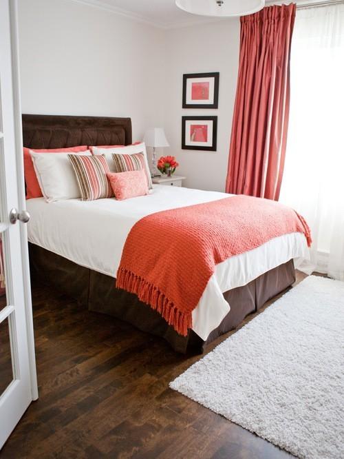 шторы терракотовго цвета в спальной комнате