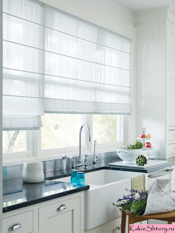 римская тюлевая штора на кухне