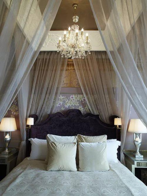 серый полог над кроватью из тюля