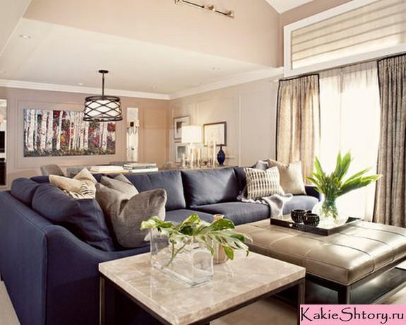 бежевый тюль в сочетании с синей мебелью