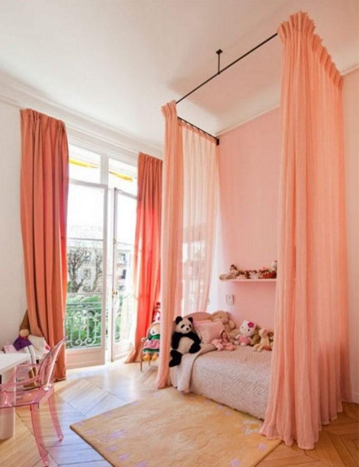 шторы персиковго цвета в детской
