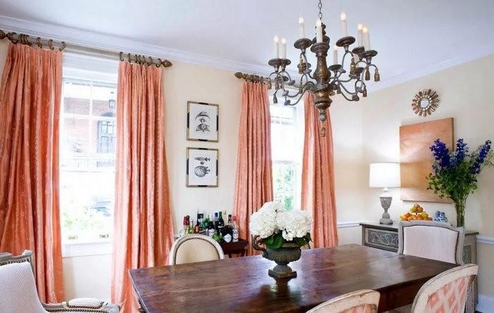 персиковые шторы к розовым обоям