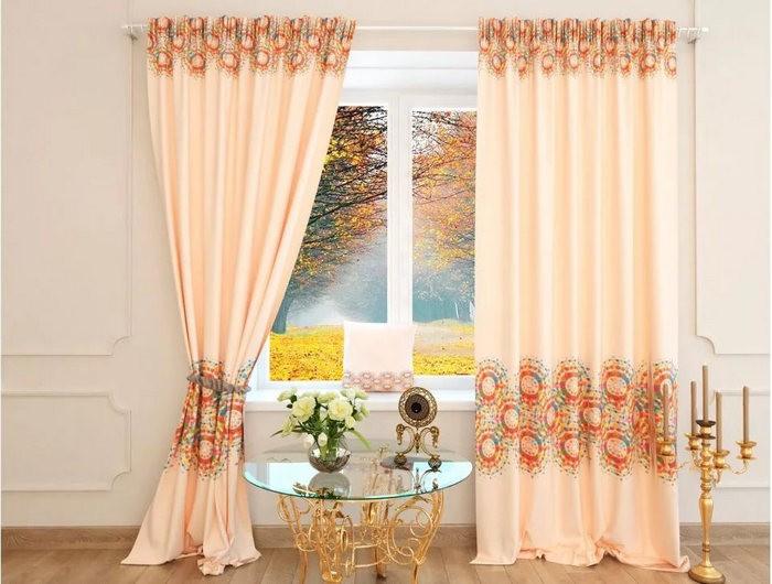 персиковые шторы с рисунком
