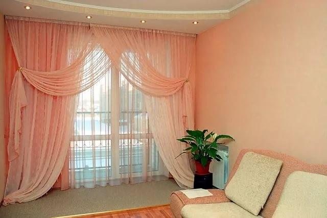 персиковые шторы и тюль в гостиной
