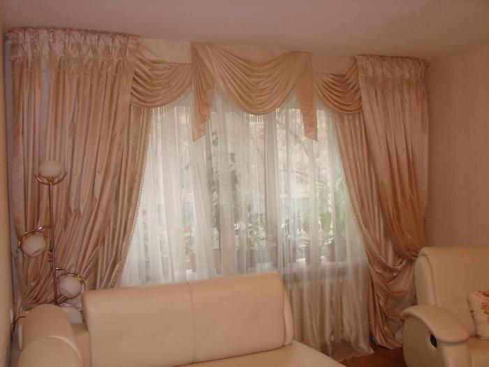 персиковые шторы в гостиной модерн