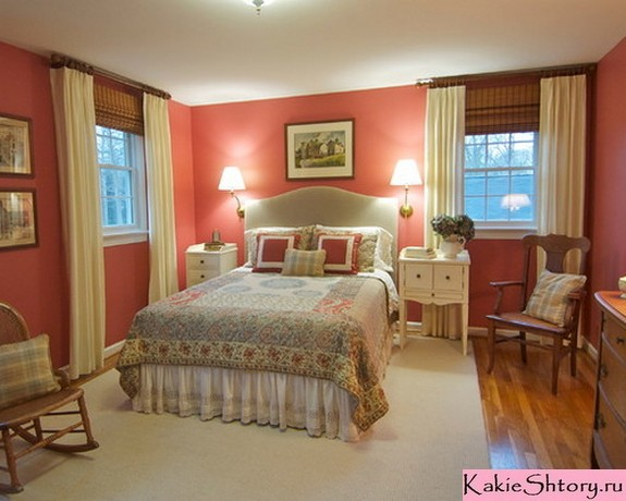шторы к красным обоям в спальне