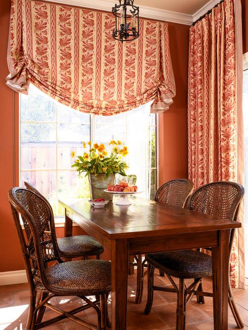 шторы к красным обоям в столовой