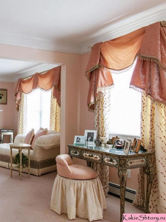шторы к персиковым обоям в гостиной