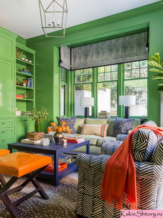 шторы к зеленым обоям в гостиной