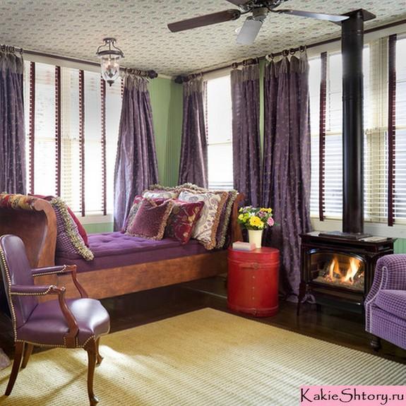 фиолетовые шторы к зеленым обоям