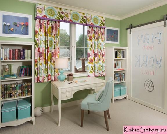 шторы к зеленым обоям в детской