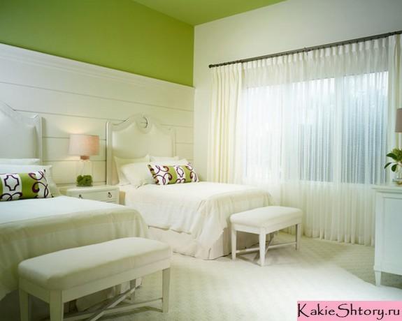 белые занавески к зеленым обоям