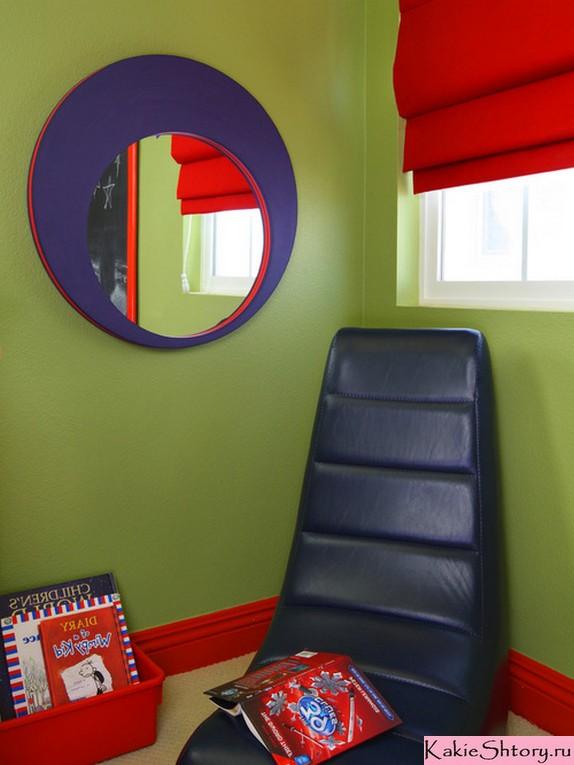 красные шторы к зеленым обоям