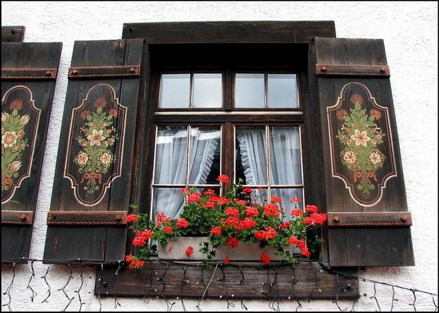 фигурные ставни на окна