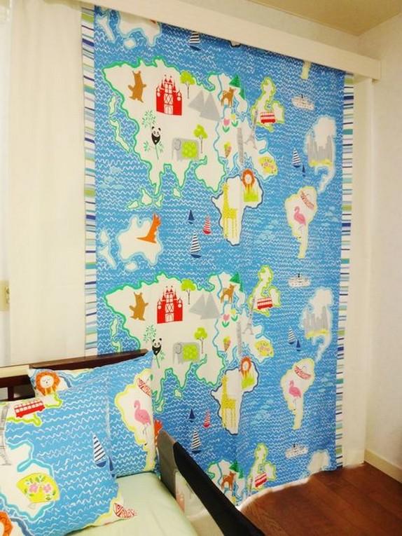 шторы и деоративные подушки в детской