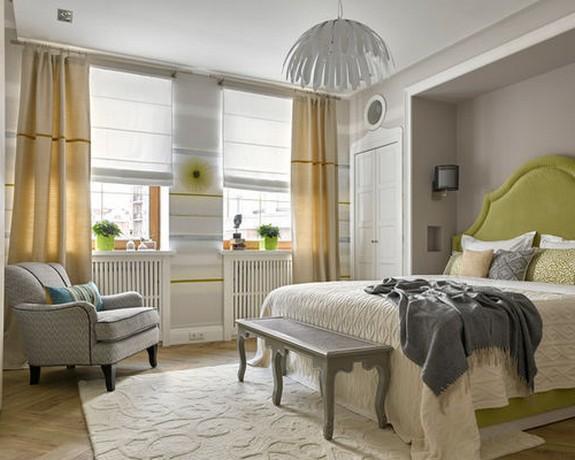 римская штора и портьеры в спальне