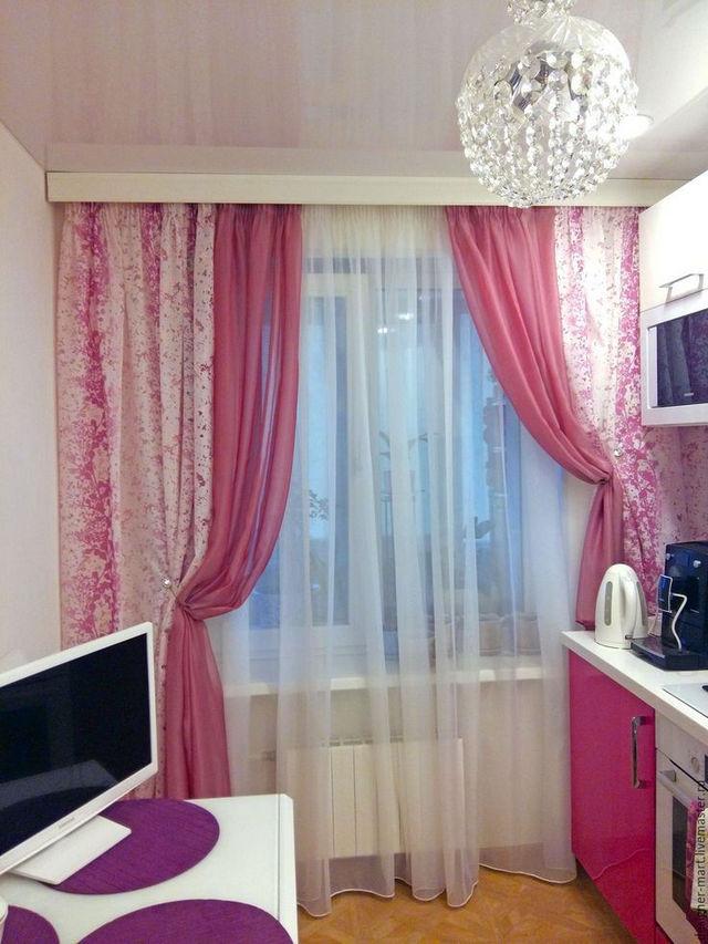розовые тюлевые занавески в кухне