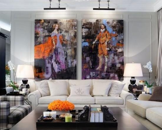 диван белого цвета в гостиной