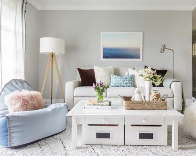 белый диван в скандинавской гостиной