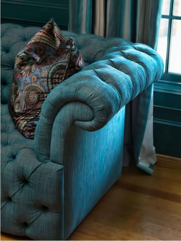 жаккардовая бирюзовая обивка дивана