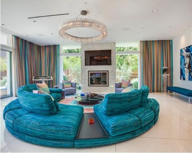 круглый диван бирюзового цвета