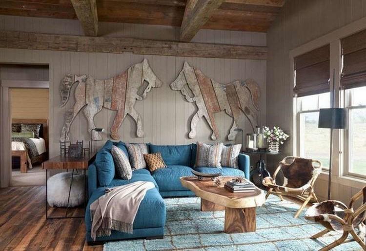 бирюзовый диван в гостиной в рустикальном стиле