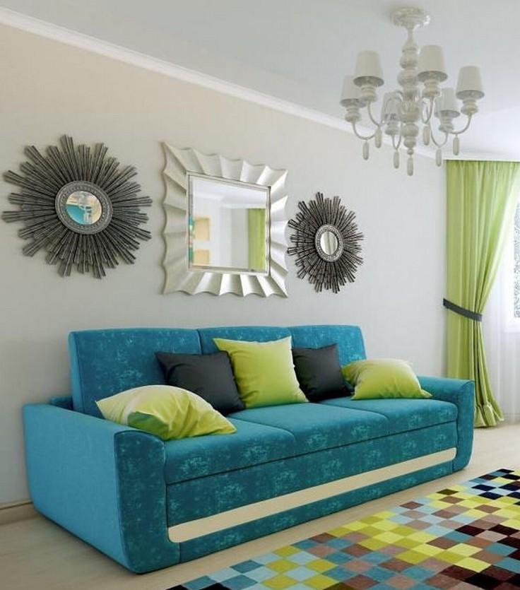 бирюзовый диван с зелеными подушками