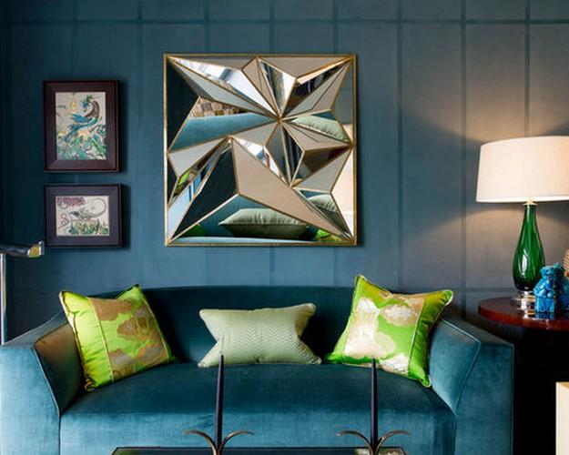 зеленые подушки на бирюзовом диване