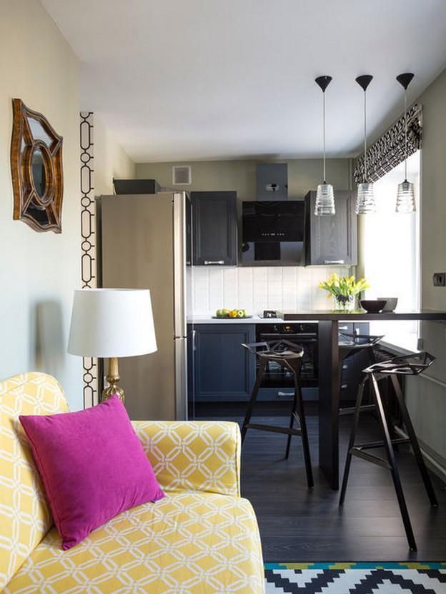 диван желтого цвета в кухне