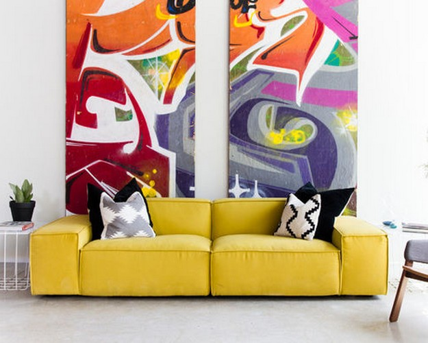 желтый диван в гостиной поп арт