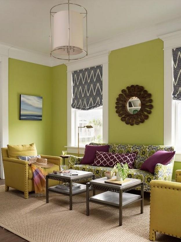 зеленый диван и фиолетовые подушки