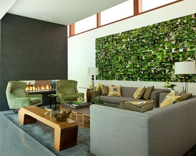 зеленый диван в сером интерьере
