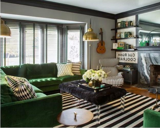прямой зеленый диван
