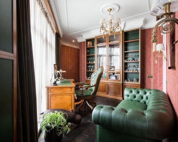 зеленый кожаный диван