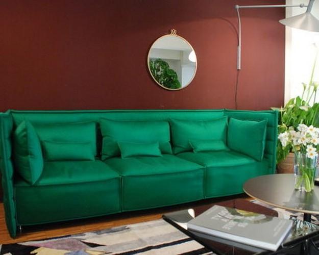 ярок-зеленый диван