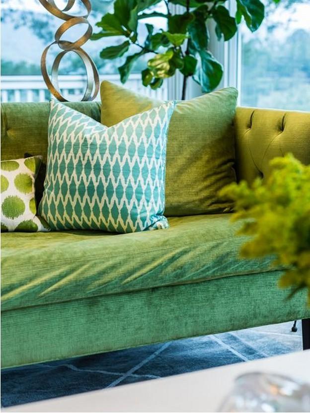диван зеленого цвета