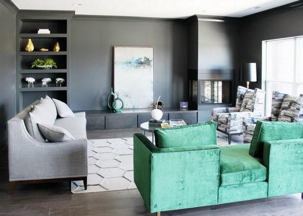 зеленый диван в интерьере
