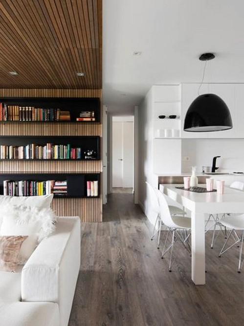 белая кухня-столовая